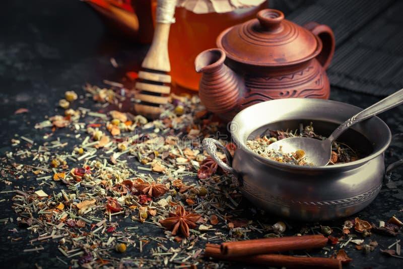 Le thé est une boisson chaude photo libre de droits