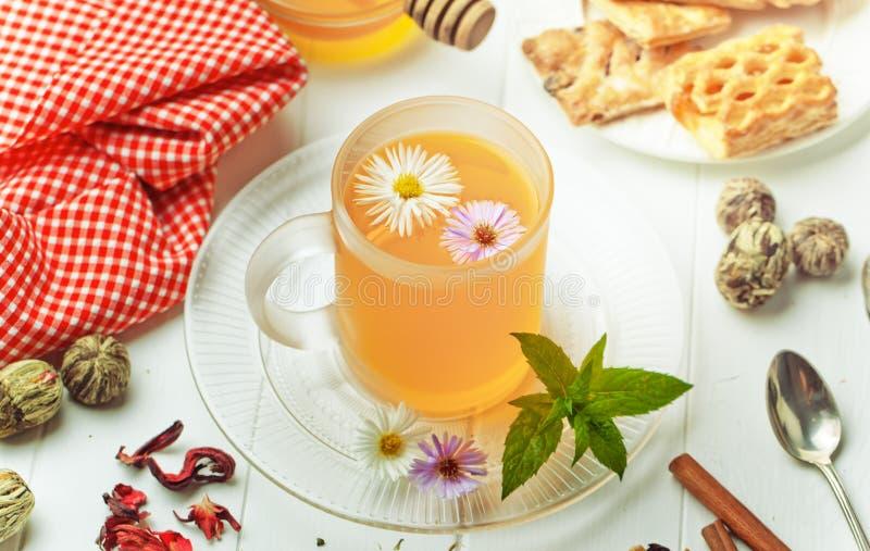 Le thé est une boisson chaude photographie stock