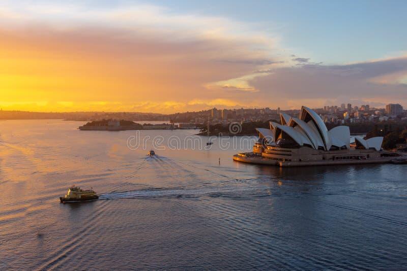 Le théatre de l'opéra, point de repère de la ville CBD de Sydney photographie stock libre de droits
