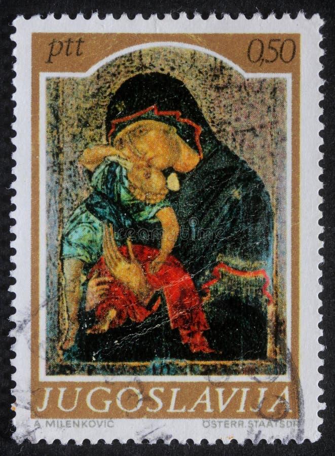 Le timbre de Noël imprimé en Yougoslavie montre Madonna et l'enfant photos stock