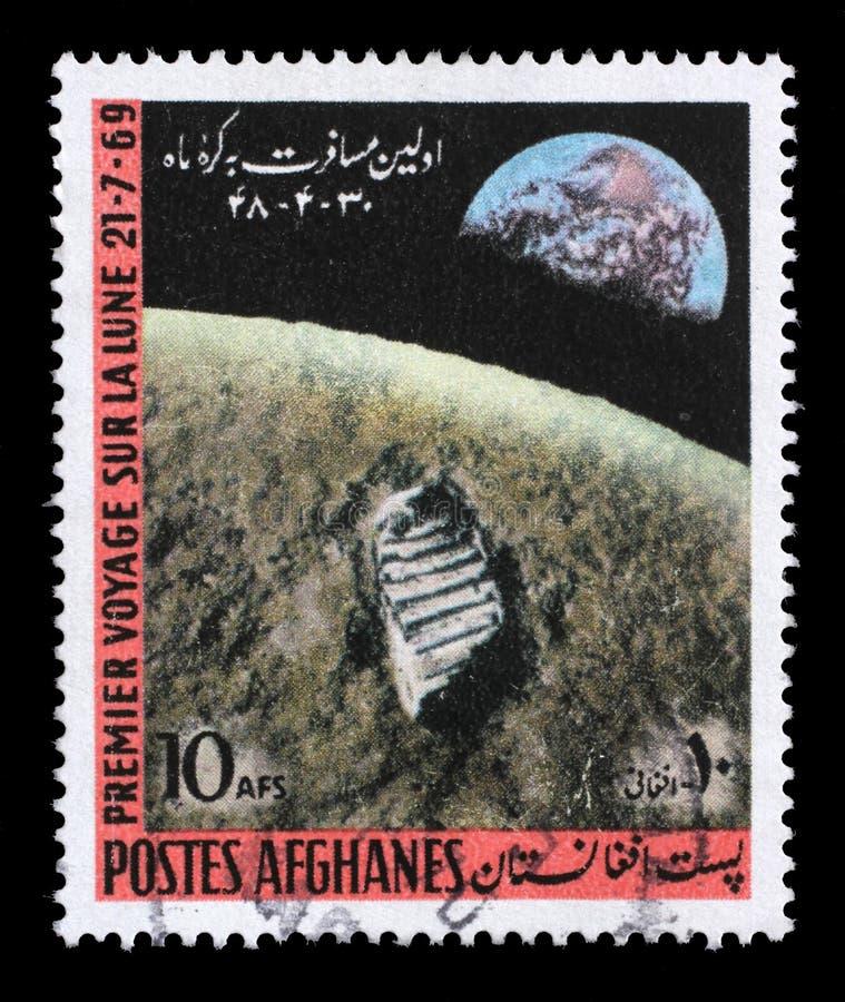 Le timbre imprimé en Afghanistan montre le premier alunissage photographie stock libre de droits