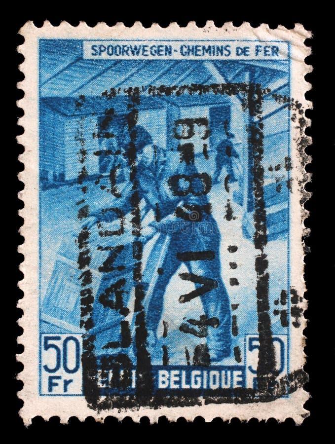Le timbre imprimé en Belgique montre le Boîte-expéditeur image libre de droits