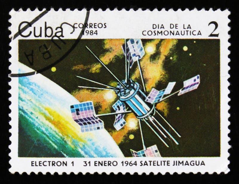 Le timbre-poste du Cuba montre le satellite Electron-1, vers 1984 photographie stock libre de droits