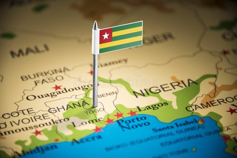 Le Togo a identifié par un drapeau sur la carte photo stock