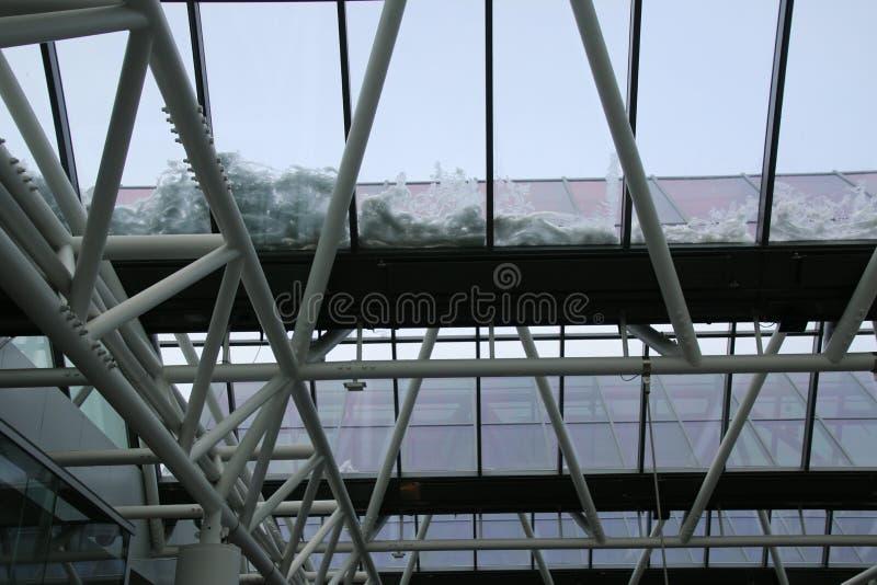 Le toit à l'aéroport a un certain residualsnow du matin photo stock