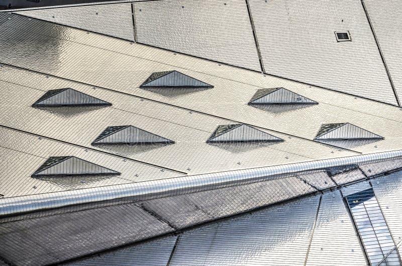 Le toit d'acier inoxydable de la station centrale images libres de droits