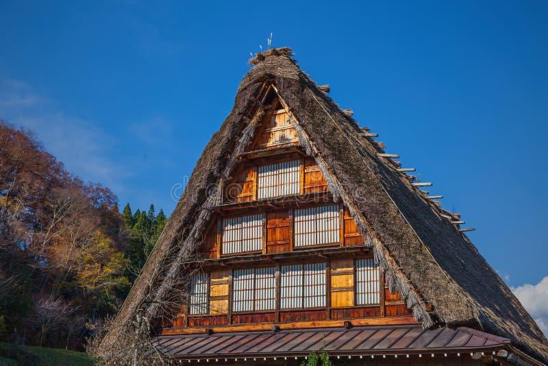 Le toit de la maison de tradition du Japon photographie stock
