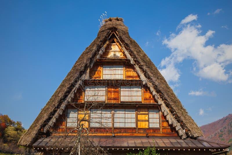 Le toit de la maison de tradition du Japon images stock