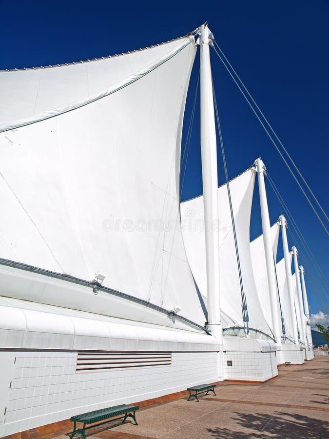 Le toit de la place du Canada avec les voiles blanches dans Vanco image libre de droits