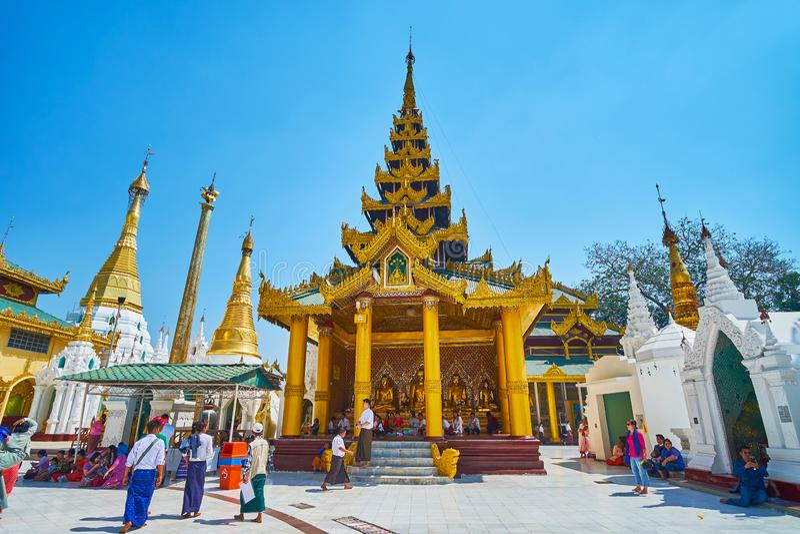 Le tombeau scénique de Shwedagon, Yangon, Myanmar image stock