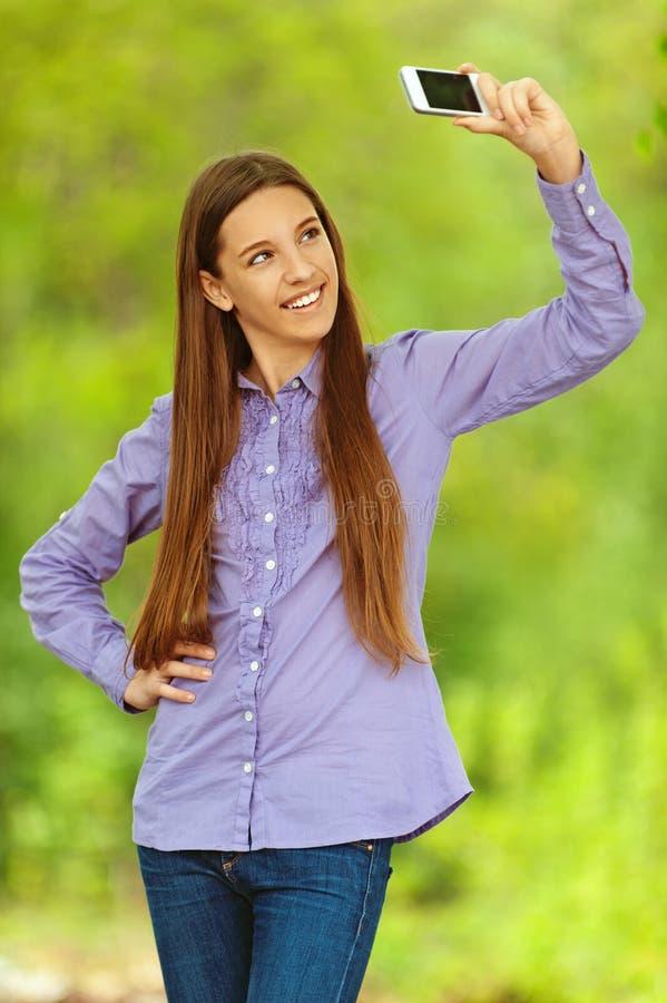 Le tonårs- fotografera för flicka royaltyfri foto