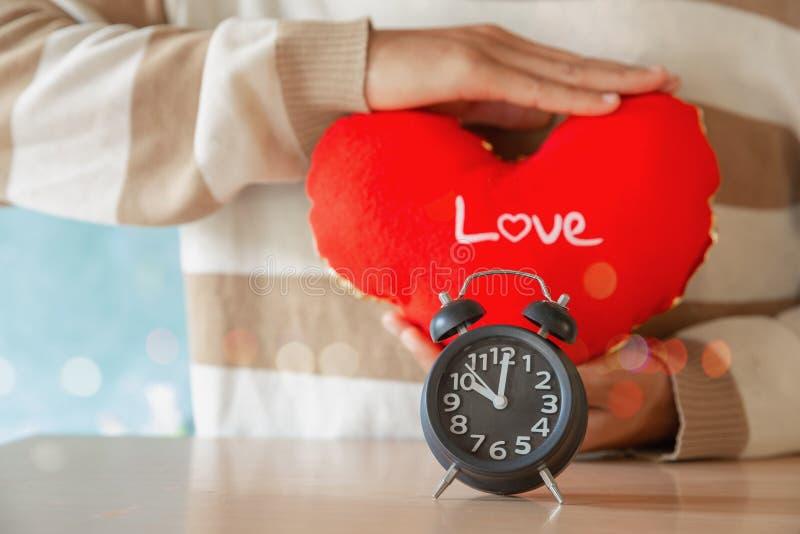 Le ton de cru d'horloge d'amour a chronométré 10 heures, période d'histoire passée affectueuse douce de souvenirs photo libre de droits