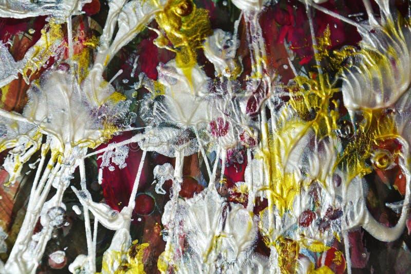 Le tonalità porpora vibranti fluide, spruzza, spazzola segna la pittura dell'acquerello Fondo dell'estratto della pittura dell'ac immagini stock