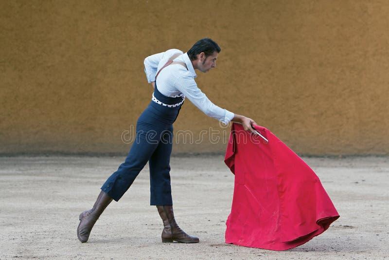 Le toréador espagnol David Valiente Bullfight à l'arène de tentadero photos stock