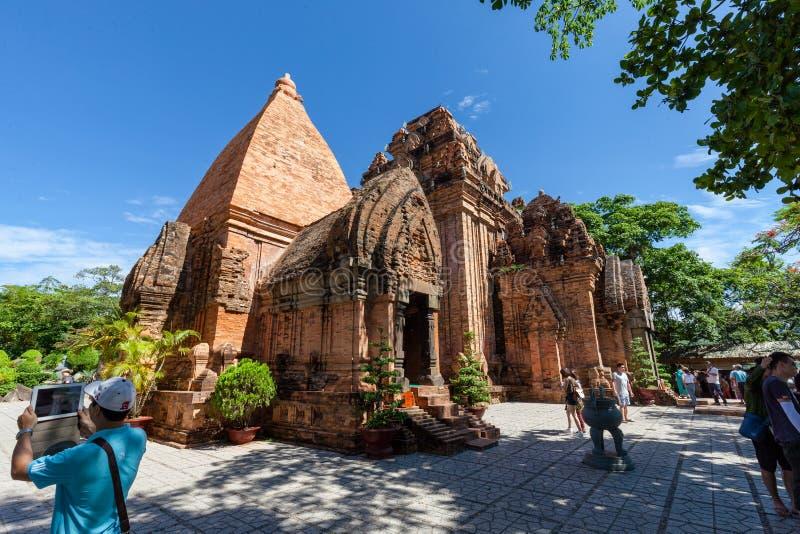 Le torri di PoNagar vicino a Nha Trang nel Vietnam fotografia stock libera da diritti