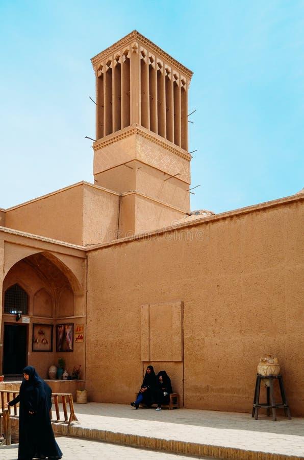 Le torri di Windcatcher è un elemento architettonico persiano tradizionale per creare la ventilazione naturale in costruzioni, la fotografia stock libera da diritti