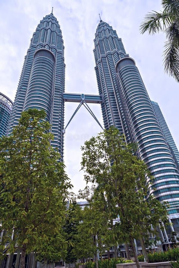 Le torri gemelle di Petronas KLCC, costruzioni sono un punto di riferimento di Kuala Lumpur hanno individuato in Malesia chilolit immagini stock