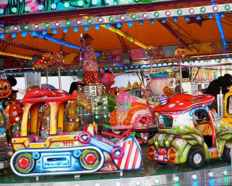 Le tour des enfants de carnaval à Faro Portugal photographie stock libre de droits