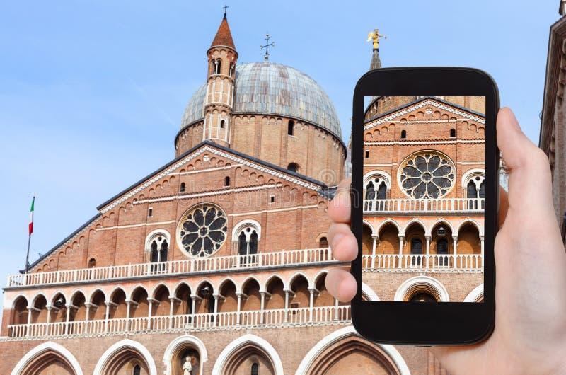 le touriste photographie la basilique de St Anthony photo libre de droits