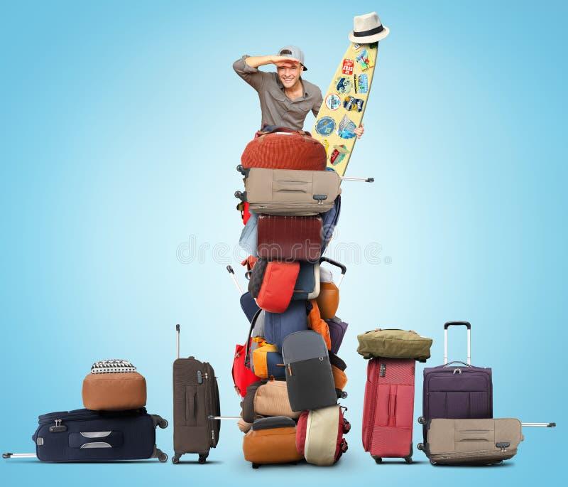 Le touriste s'assied sur une pile des sacs illustration de vecteur
