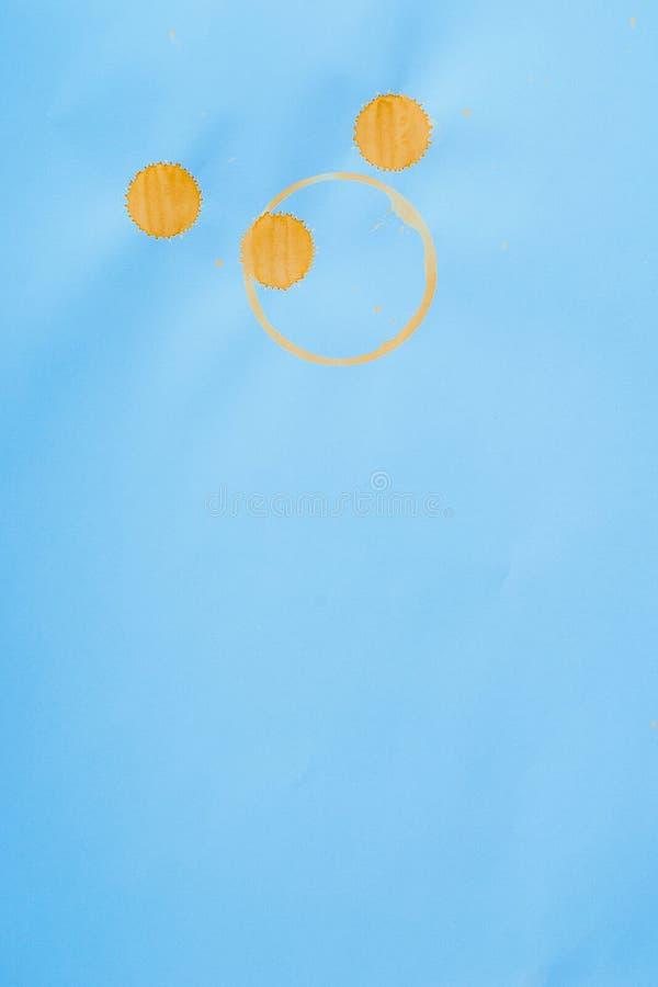 Le tracce di fondo dell'estratto del caffè dal metodo insolito di pittura con il caffè macchia fotografia stock