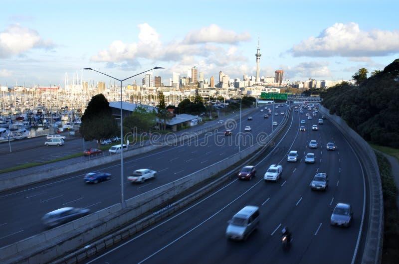 Le trafic d'heure de pointe à Auckland Nouvelle-Zélande images stock