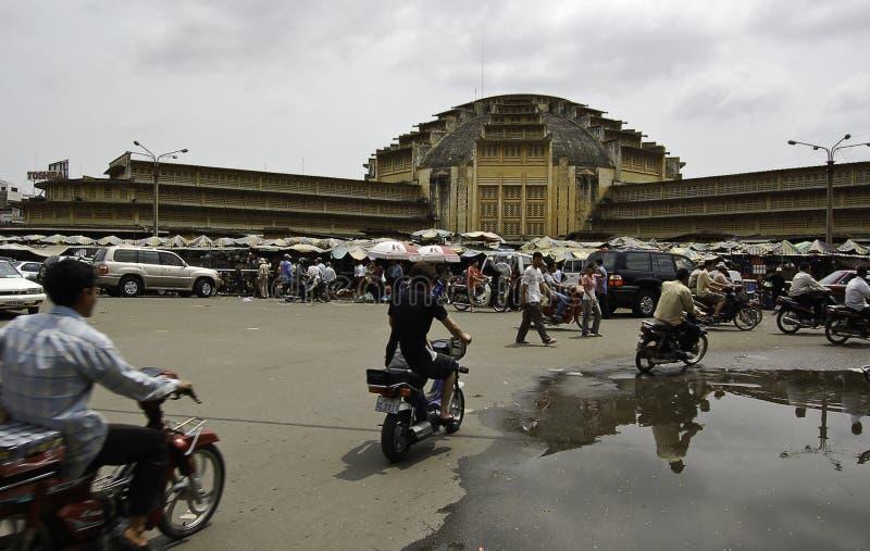 Le trafic dans les rues de Phnom Penh, capitale du Cambodge images stock