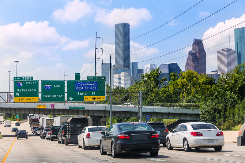 Le trafic 10 de Houston Fwy d'un état à un autre dans le Texas USA photos stock