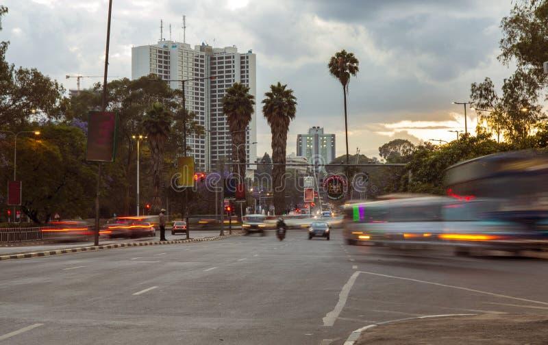 Le trafic de Nairobi au crépuscule photo libre de droits