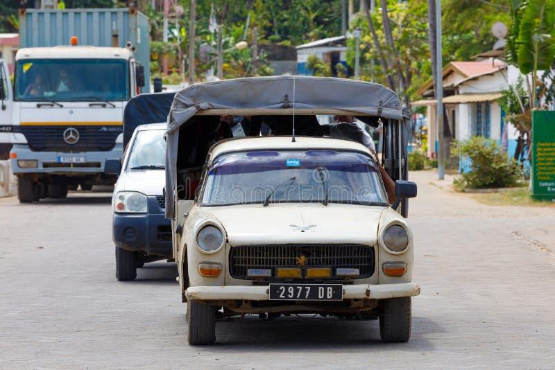 Le trafic de rue sur fouineur soit au Madagascar photographie stock libre de droits