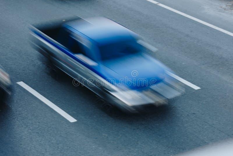 Le trafic de voiture à l'heure de pointe Mouvement de tache floue photos libres de droits