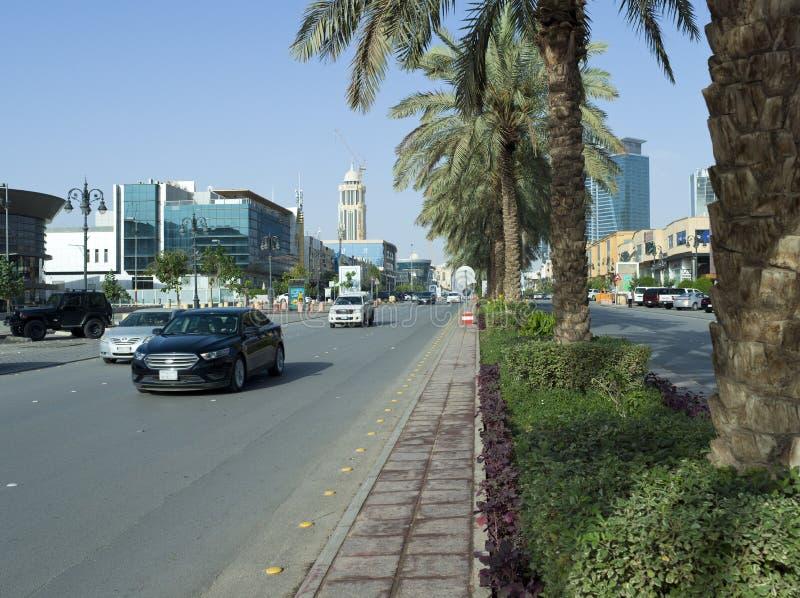 Le trafic léger sur la rue de Tahlia à Riyadh, image stock