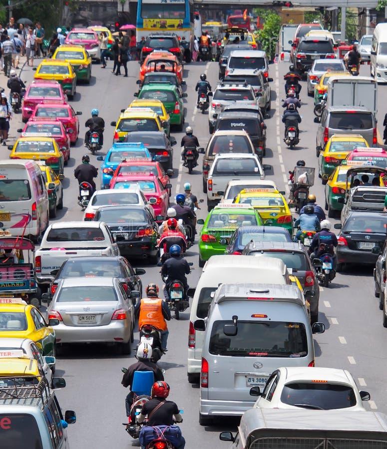 Le trafic très mauvais au centre de la ville de Bangkok photos stock