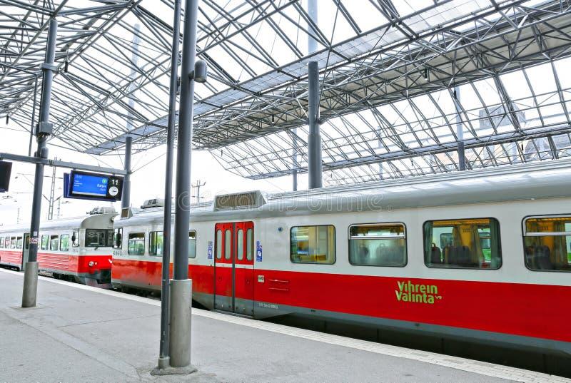Le train électrique s'est arrêté à la station de central de pavillon photo stock