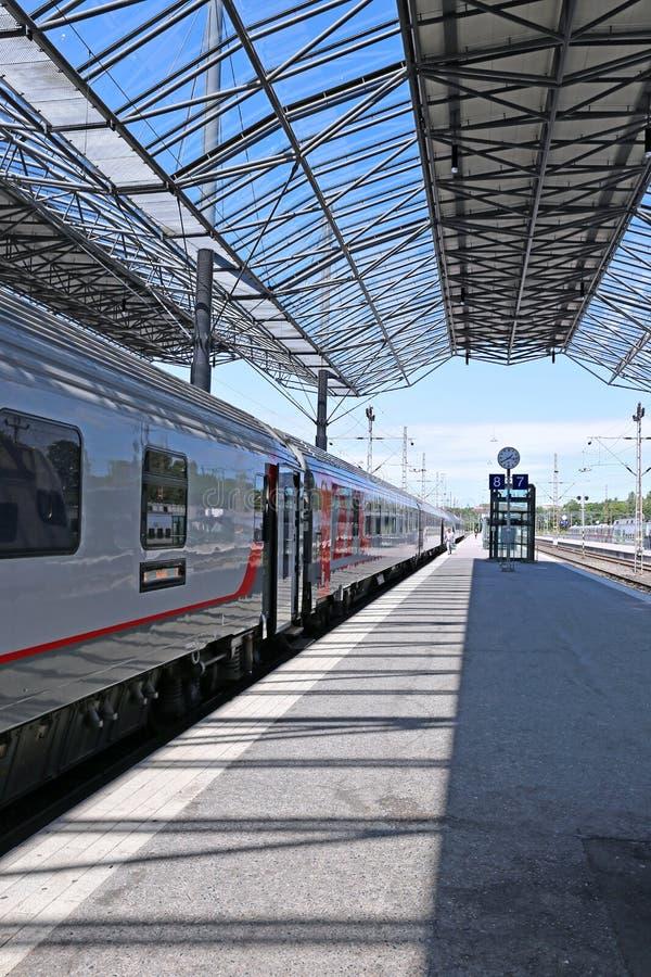 Le train électrique s'est arrêté à la station de central de pavillon photographie stock libre de droits
