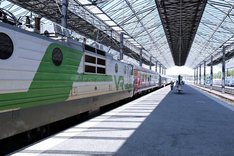 Le train électrique s'est arrêté à la station de central de pavillon photos stock