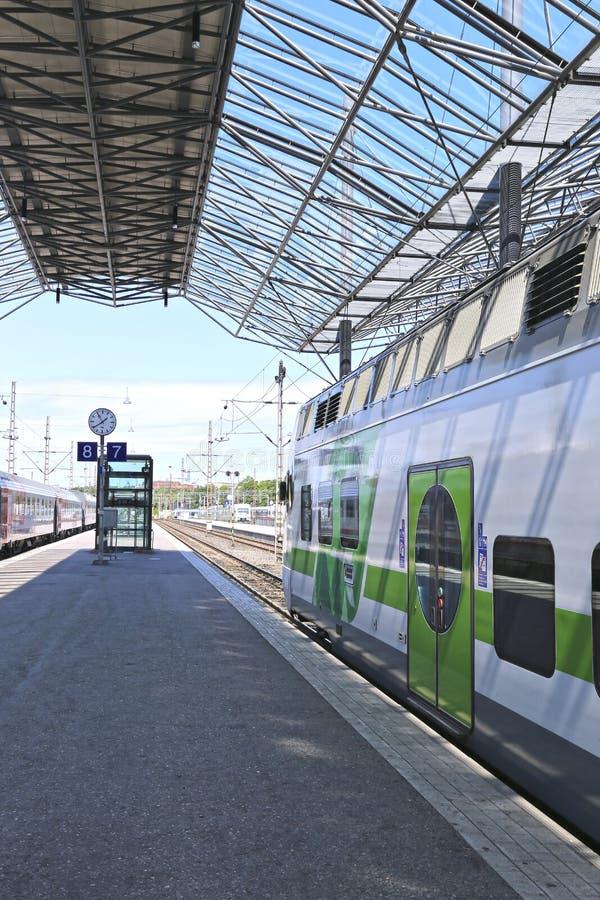 Le train électrique s'est arrêté à la station de central de pavillon photos libres de droits