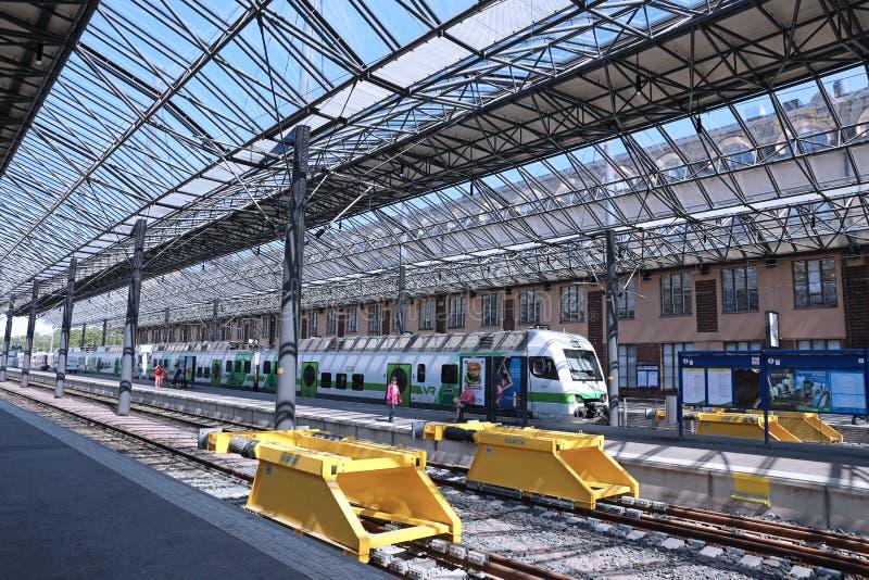 Le train électrique s'est arrêté à la station de pavillon photos libres de droits