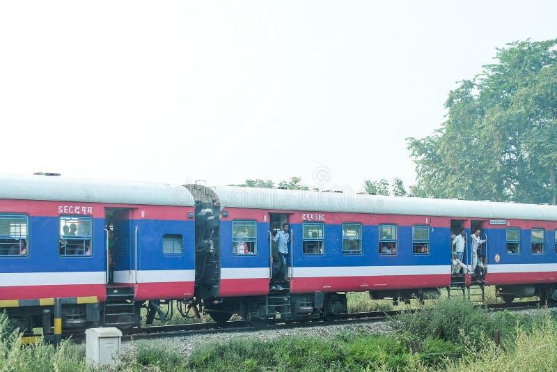 Le train dans l'Inde images stock