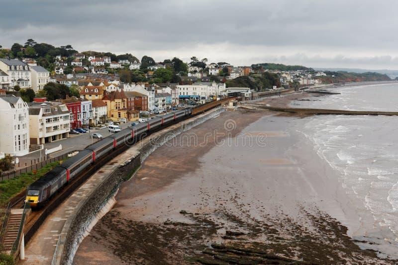 Le train des voyageurs 125 interurbain de pays croisé partant de la station de Dawlish, Devon, R-U photo stock
