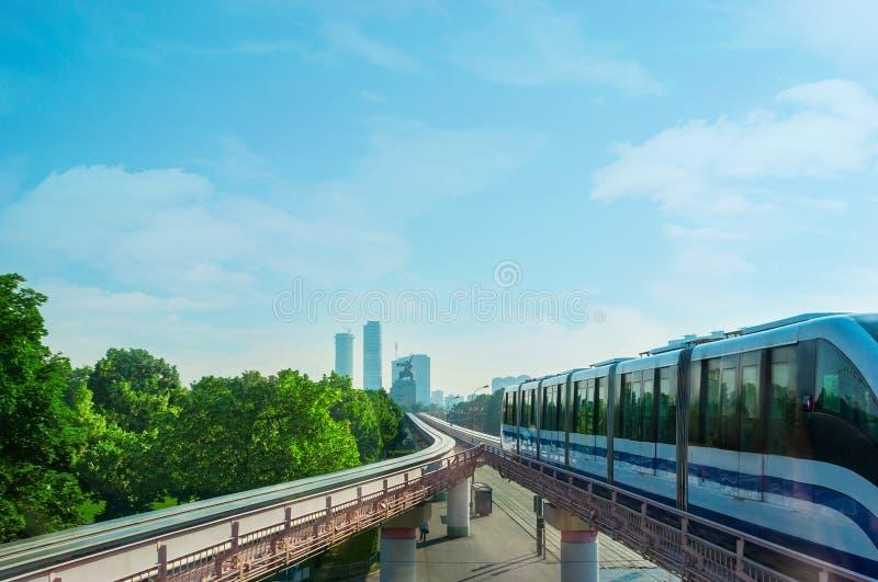 Le train du monorail de Moscou images stock