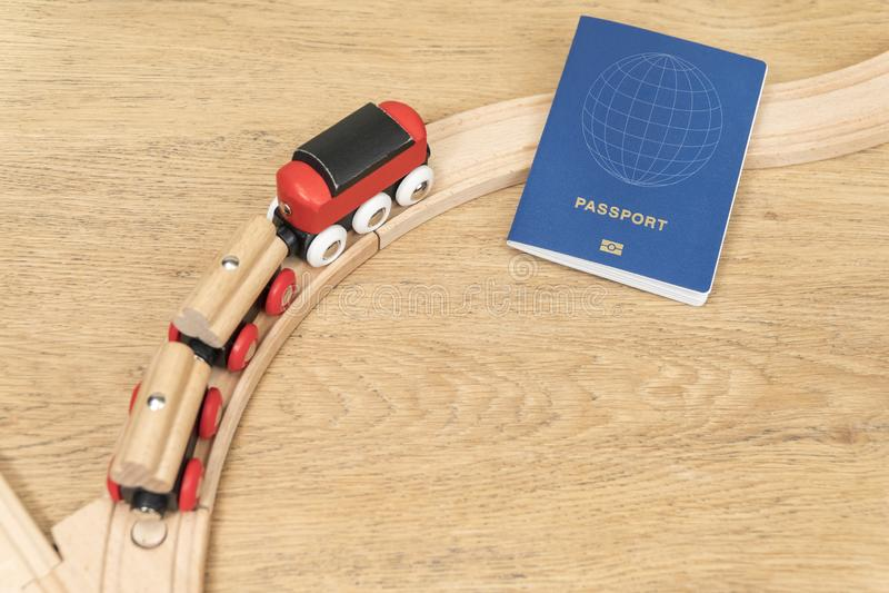 Le train se tourne vers le passeport images stock
