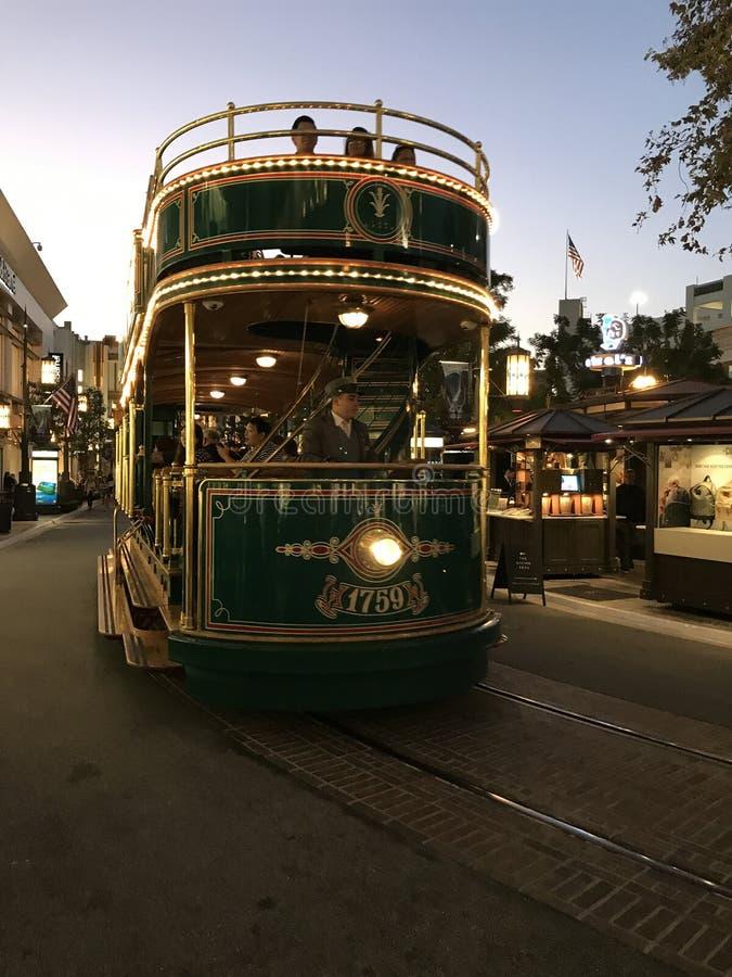 Le tram vert au centre commercial de verger, LA la Californie photos stock