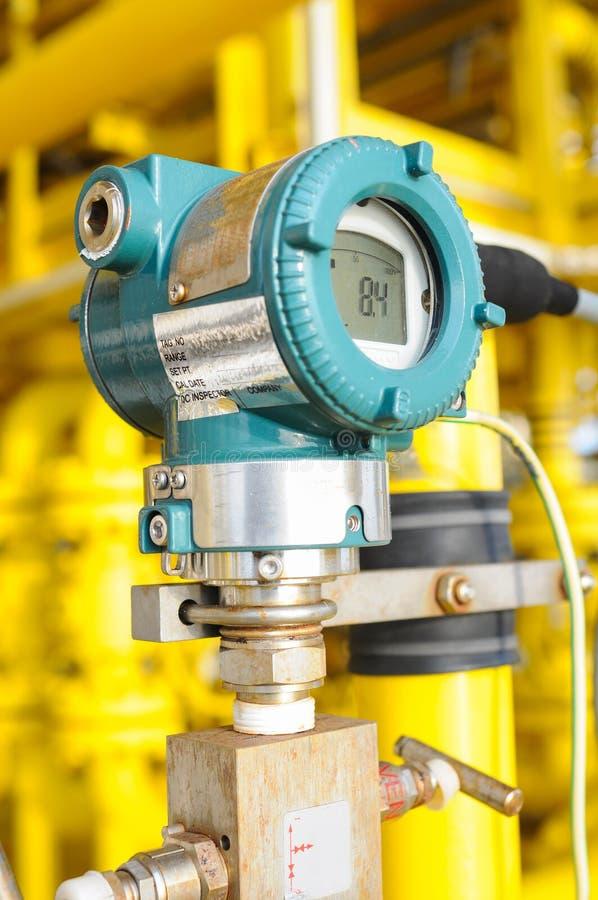 Le transmetteur de pression en pétrole et gaz traitent, envoient le signal à la pression de contrôleur et de lecture photographie stock libre de droits