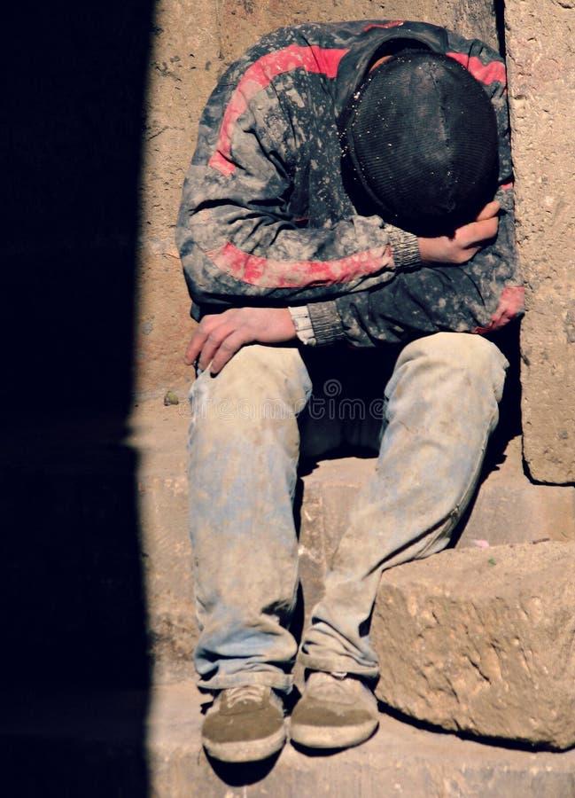 Le travailleur se repose sur la rue à Bakou, Azerbaïdjan image stock