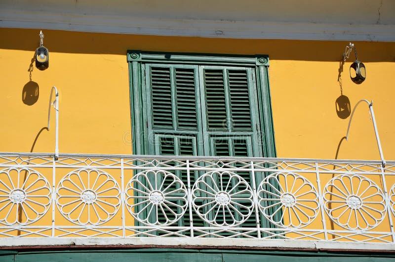 Le Trinidad colonial, détail d'une fenêtre avec le balcon, Cuba photo stock