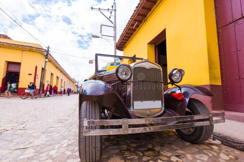 LE TRINIDAD, CUBA - 16 MAI 2017 : Rétro voiture américaine sur la rue Copiez l'espace pour le texte images stock