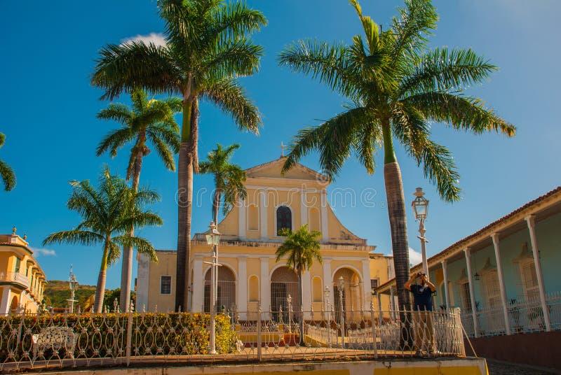 Le Trinidad, Cuba Maire de plaza et église de la trinité sainte photo stock