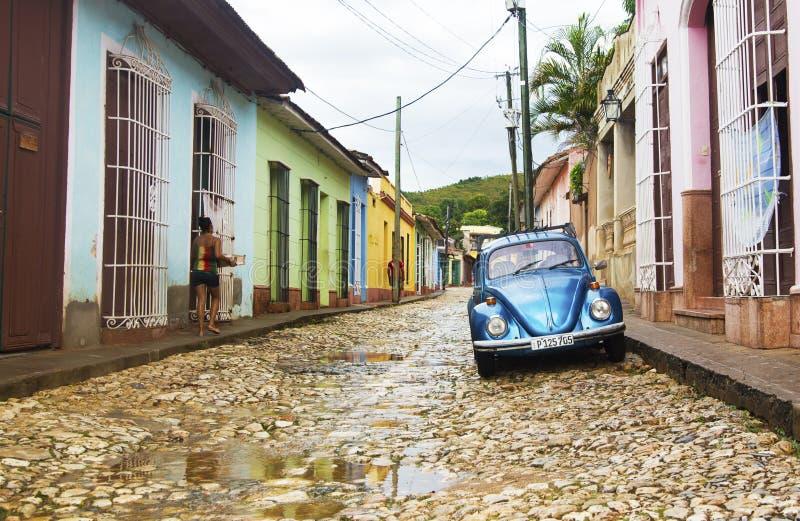 Le TRINIDAD, CUBA - 5 novembre 2015 : Scarabée classique de VW au Trinidad photographie stock