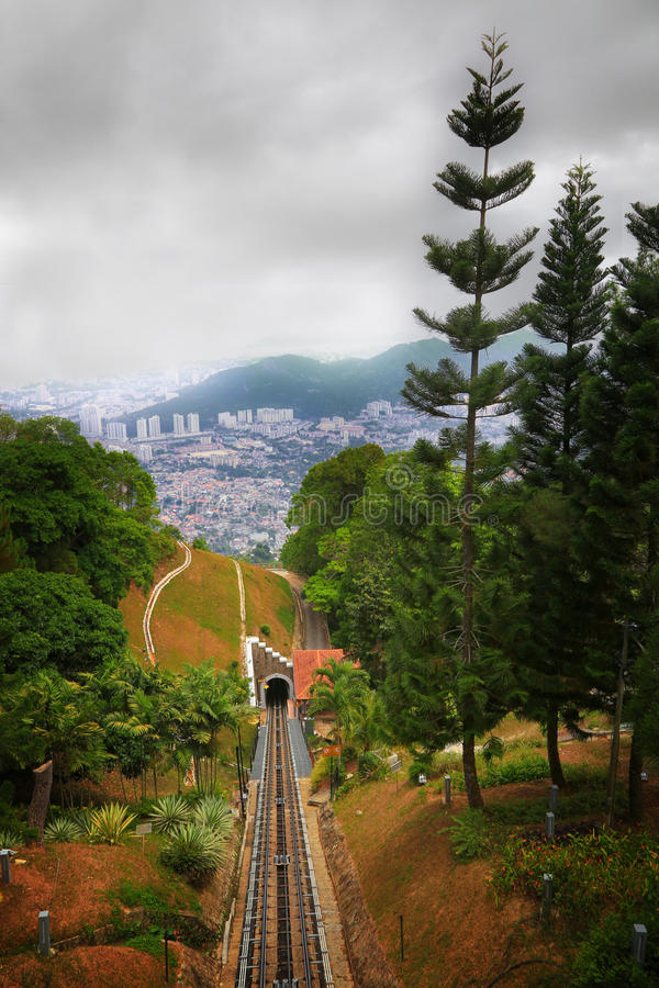 Download Le tunnel photo stock. Image du arbre, projectile, traînée - 45358828